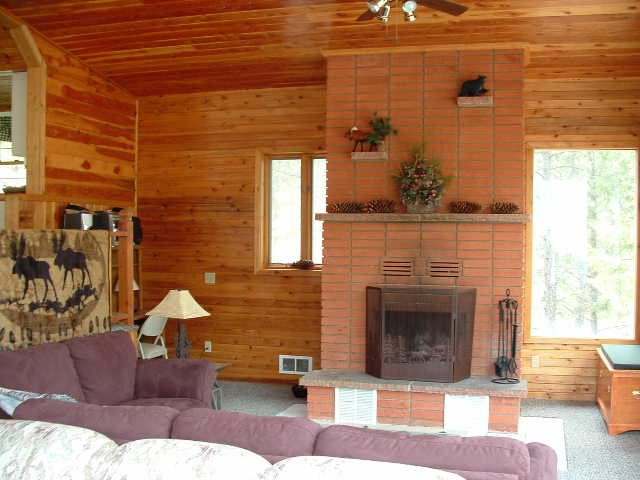 Loon's%20Nest%20Fireplace%20and%20Living%20Room